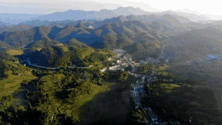 航拍贵州省大方县绿塘乡高潮村周家寨, 一个气候宜人, 风景秀丽地方