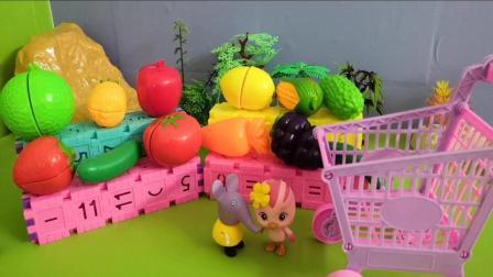 《萌鸡小队》今天朵朵跟艾米丽做水果沙拉, 做的沙拉太漂亮啦!