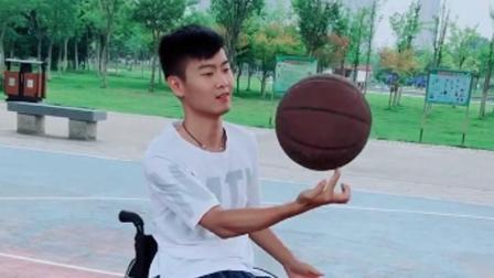 湖北23岁帅气小伙, 遭车祸导致截瘫, 却交到身材火辣美女, 自称: 我相信