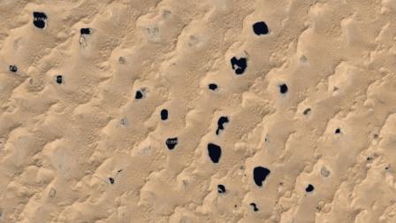 中国沙漠发现大量湖泊, 湖水是咸的, 难道这暗河跟大海相通?