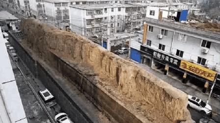 """西安闹市街头出现一段""""土墙"""", 居然无人敢拆, 究竟是什么来头?"""