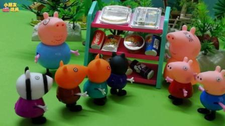 佩奇跟乔治都来猪爸爸的便利店帮忙了, 我们看一下他们能帮什么忙呢?