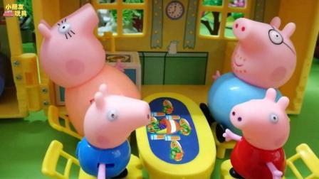 乔治一直要喝饮料, 这下可把猪妈妈惹火了!