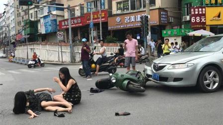 电动车闯红灯被撞, 拉拢交警怪汽车超速, 交警霸气回怼众人拍手称快!