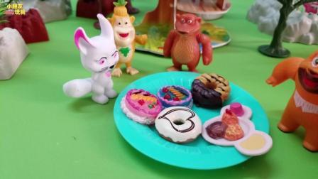 《熊出没》今天熊大熊二邀请了好多小朋友来家里做客, 原来熊大家里有好多好吃的