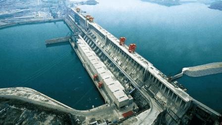 耗资上千亿的三峡水电站, 一年能赚多少钱? 说出来怕你不相信!