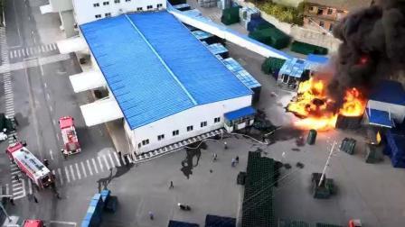 一仓库又发生重大火灾, 场面十分惨重!