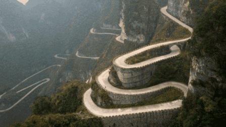 """中国惊险的""""死亡公路"""", 连续下坡27公里, 10年毁车近1000辆"""