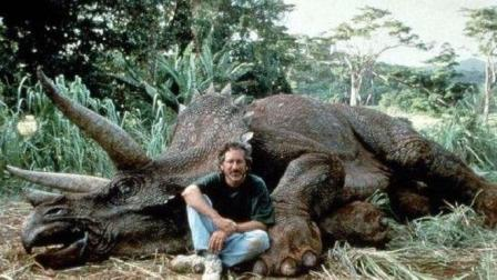 """印度现奇怪生物形似""""恐龙"""", 村民赶来围观, 专家大惊劝众人赶紧撤"""
