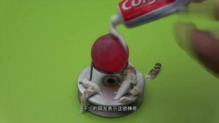 男子往烧红的铁球上挤牙膏, 会发生啥?