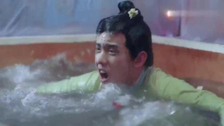 男子故意假扮丫环, 偷偷帮未婚妻沐浴, 不料结果真是太惨了
