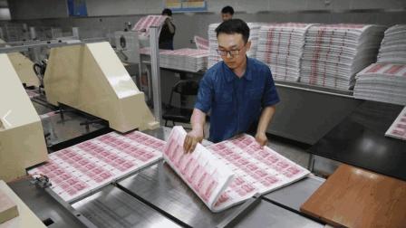 天天摸钱到手软的印钞厂工人, 每月工资有多少钱?