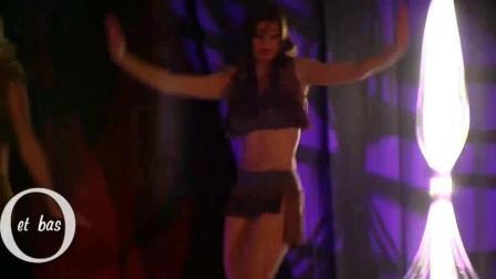 超模走秀, 走高兴了也会跳舞!