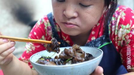 苗大姐木耳凉拌起来, 没肉没油, 米饭一样大碗吃