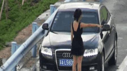 长发女子拦车要钱, 过往车辆不给钱不让走, 老司机下车一顿暴打, 立刻老实了!