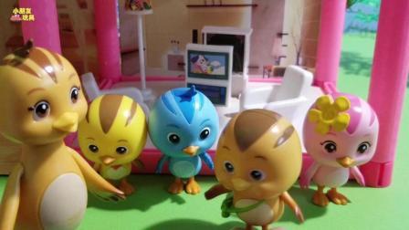 萌鸡小队玩具故事: 萌鸡们被突然跑出来的小兔子给吓了一大跳