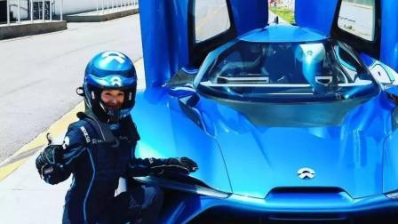 刘强东曾被丈母娘瞧不起, 如今身价上百亿, 送奶茶妹限量款跑车