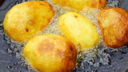 农村小伙深山秘制美食, 土豆这样做, 比吃肉还过瘾, 真的看饿了