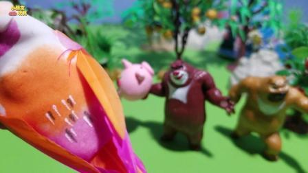 熊出没玩具故事: 熊大带玩偶去森林玩, 结果弄丢了