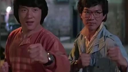 两个小伙确认过眼神, 是打不过的人, 拔腿就跑! 哈哈哈