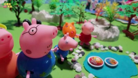 小猪佩奇玩具故事: 佩奇乔治吃完泡面, 把泡面盒扔到了湖里
