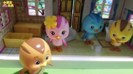 萌鸡小队玩具故事: 美佳妈妈的厨房里有一只大蜥蜴