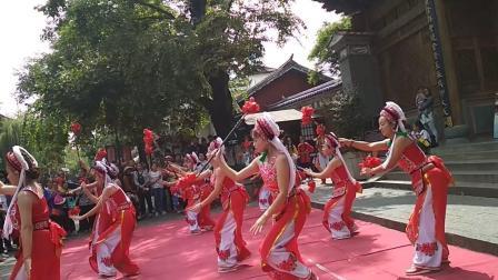 云南山歌 在大理文庙前偶遇女子民族舞蹈表演