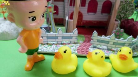 大头儿子小头爸爸玩具故事: 大头儿子在森林遇到了一只可爱的小鸭子!