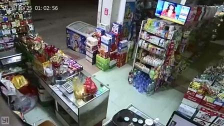 男子超市持刀抢劫, 被老板反杀