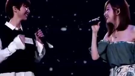 歌曲: 两小姑娘合伙在台上演唱一首歌 好听!