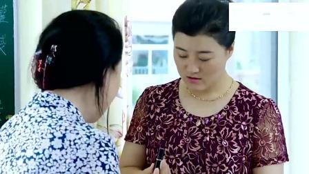 刘能媳妇借女儿之名给自己买口红 悄悄躲在一边抹起来 太逗了吧!