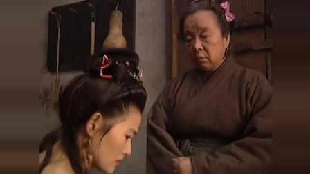 女子出轨被抓, 王婆非要拿金莲肚兜当证据