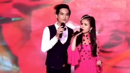 越南歌手深情翻唱中国经典歌曲《路边的野花不要采》好听又好看