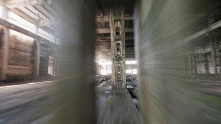穿梭于废弃厂房的无人机 机动性碉堡