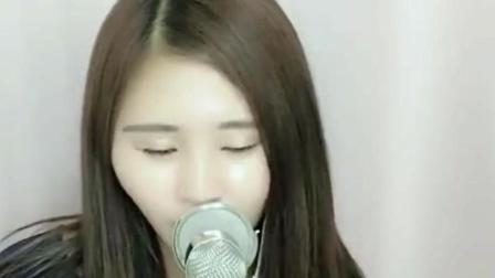 爱唱歌的小姐姐演唱《过火》 歌声优雅!