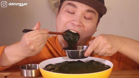 韩国胖哥吃海藻, 一大盘粘乎乎的怎么咽的下去啊