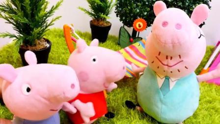 小猪佩琦一家到户外野餐  吃热狗比赛过家家玩具游戏