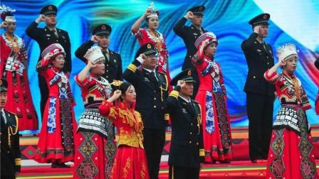火箭军88队新人集体举行婚礼, 战士们把军功章戴在了新娘的胸前!