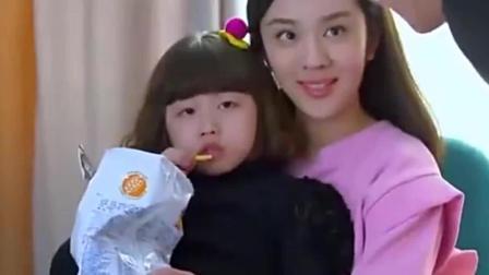 二胎时代: 馨儿和妈妈看电视, 奶奶做什么都不理, 奶奶生气了