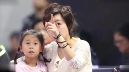 张怡宁带女儿球场看赛, 曾打哭福原爱! 网友: 这是小魔王吗?