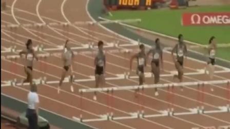 女版刘翔? 100米栏跨栏比赛, 甩开对手3米, 打破保持28年的世界纪录!