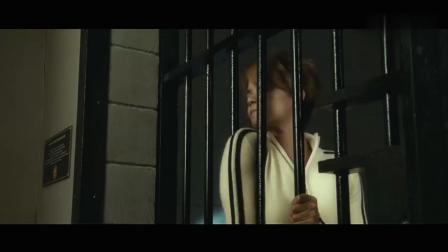 这牢房的护栏, 对于美女来说完全就是摆设