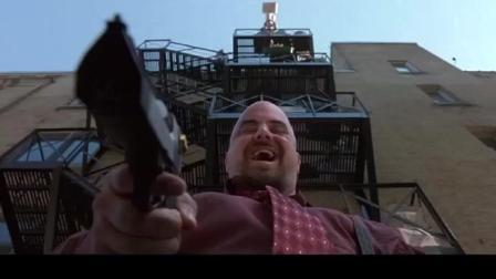 杀手准备动手了, 却不知道楼顶有人丢马桶