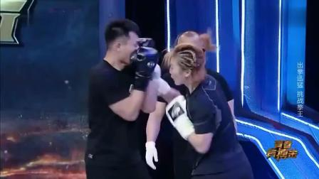 """现场男女拳击比赛, 被吃这么多""""豆腐"""", 会不会被男朋友打"""