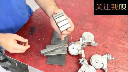 牛人找来4个轮子, 没想到做成了这个工具, 发明者真是天才!