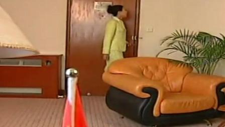 老板进办公室 看了秘书一眼 吓得毛骨悚然!