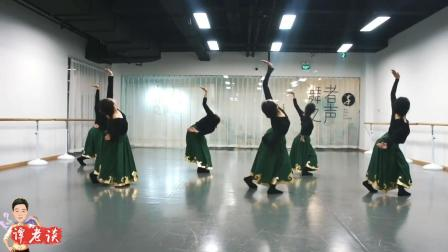 蒙族舞《梦中的额吉》, 中间的女孩跳的非常好, 看开肩就知道是专业的