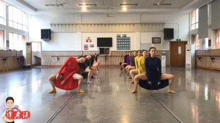 刘福洋舞团的14个女将跳《寂静的天空》, 气场全开, 动作干净利落