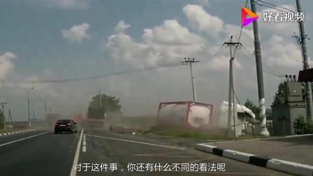 路口发生严重车祸, 两位司机将汽车当成火箭开, 最后双双丧命
