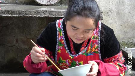 苗大姐香菜种太多, 四斤拌一盆, 吃菜像牛吃草